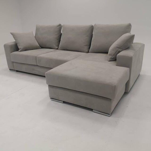 Sogno, a comfortable sofa with a modern vision. This corner sofa is not only beautiful and fashionable, it is also very practical becoming a sofa bed without opening mechanisms. Here realized in easy to clean fabric Munich hydrocare #sofas #sofabed #homefashion #upholstery #fabricsofa